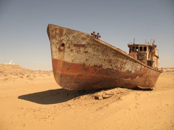 ضع تعليقك على الصورة ( سفينة بالصحراء )