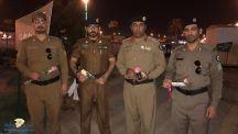 فريق عين الحقيقة النسائي يقدم الورد هدية لرجال الأمن وزوار فعاليات المنطقة
