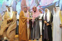 أمير القصيم يكرم المشرف التربوي يحيى بن عبدالرحمن التويجري
