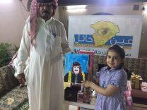 تزور ( مقر صحيفة عين حائل ) وتهديها رسمة صورة أمير حائل