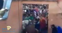 تشبهاً بقوم صالح.. شاهد: المئات من المغاربة يعذبون ويسحلون ناقة في ساحة كبيرة بطريقة بشعة