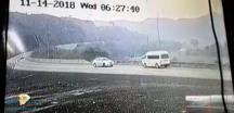 بالفيديو … تصادم سيارة تنقل طالبات وجها لوجه مع مركبة أخرى بسبب الجوال