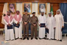 مدير شرطة حائل يكرم عدد من ضباط وعمد احياء حائل
