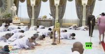 انبطاح أعضاء الحكومة الجديدة في تايلاند على الأرض أمام ملك بلادهم!
