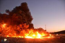 مدني حائل يخمد حريق اندلع بشاحنتين بسبب حادث مروري إحداهما ناقلة وقود والأخرى ناقلة شحن لمواد غدائية شرق حائل