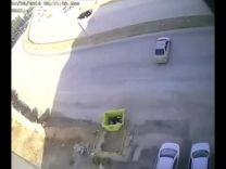 """البعض اتهم """"الجن"""" .. بالفيديو : شارع تتعرض فيه السيارات لحوادث خطيرة دون معرفة السبب!"""