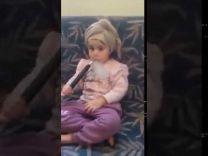 بالفيديو … طفلة تدخن الشيشة كالكبار والأم تصور!