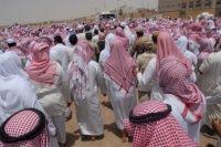 مشاركة عشرات الآلاف من المواطنين في جنازة الشيخ عبد الله الجبرين