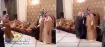بالفيديو … شاب يبارك للعريس بطريقة الدخول السريع