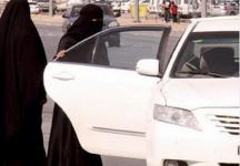 في موقف صعب عائلة ،، تنسى طفلها بسيارة سائق أحد خدمات التوصيل