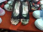 لفظ الجلالة على أحذية نسائية في خيمة التسوق الصيفية بالطائف