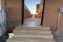 مواطن بعرعر يفتح ممراً عبر منزله لتسهيل وصول جيرانه إلى المسجد