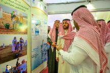 الامير فيصل بن فهد نائب امير حائل يزور ركن الاداره العامة لخدمات المياه