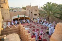 الحائليون ومن خلال الأعمال التطوعية يحتفلون بتكريم كبار السن بمنطقة حائل