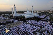 في مشهد مهيب.. شاهد: آلاف المصلين يؤدون صلاة العيد بمسجد قباء في المدينة المنورة