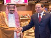 الملك سلمان والرئيس عبدالفتاح السيسي يلتقيان بالقمة العربية ويخرجان معاً