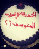 طالبات الصف الثالث متوسط بالمتوسطة الـ ٢٦ بمدينة حائل يحتفلن بزميلتهن بعد نجاح العملية الجراحية