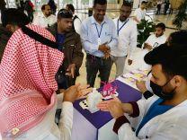 """""""صحة الرياض"""" تواصل حملتها التوعوية للوقاية من فايروس """"covid19"""" في مطار الملك خالد"""