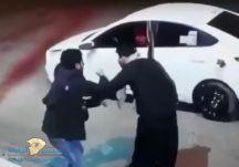 شرطة عسير تطيح بشخصين ظهرا في فيديو وهما يعتديان على عامل محطة بنزين ويسلبانه ماله