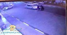 بالفيديو… سيارة مسرعة تدهس سيدة أثناء عبورها الطريق