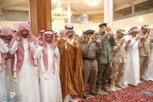 نائب أمير منطقة حائل يؤدي الصلاة على شهيدي الواجب الجبرين والبريكان