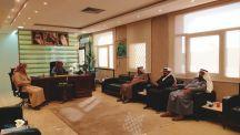 اجتمع فريق من اللجنة الزراعية والغذاء بالغرفة التجارية الصناعية مع سعادة مدير فرع وزارة البيئة والمياه د/ فهد معيض الحسني-