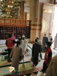 متطوعو الهلال الأحمر يشاركون في فرز المصليين بأكثر من 850 مسجدا في مناطق المملكة