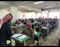 طلاب ثانوية الفاروق يؤدون اختبارات نهاية الفصل الدراسي الاول وسط أجواء تربوية ..