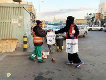 فريق التطوع بالهلال الاحمر يوزع 120 كسوة شتاء في مدينة حائل