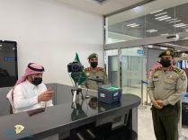 مدير جوازات منطقة حائل يقف على انهاء إجراءات المواطنين المسافرين إلى خارج المملكة بعد رفع تعليق السفر عنهم للخارج