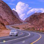 عدداً من اهالي محافظة موقق غرب حائل يناشدون زيادة معدل السرعة الى 120 كلم / ساعة