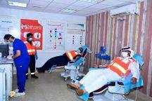تبرع منسوبي ومتطوعي الهلال الأحمر بحائل بمناسبة اليوم العالمي للتبرع بالدم