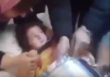 بالفيديو : سيدة تضع طفلتها في إبريق شاي لنشر صورتها على الإنستغرام!
