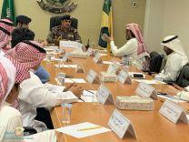 اللجنة الفورية تعقد اجتماعها بمقر مديرية الدفاع المدني بالمنطقة وتم استعراض خطط مواجهة المتغيرات الجوية التي تشهدها المنطقة .