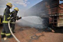 مدني حائل يخمد حريقا اندلع بالصندوق الخلفي لشاحنة