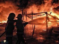 مدني حائل يخمد حريق اندلع فجر اليوم  بساحة بيع الأعلاف قرب سوق المواشي بحي السويفله بحائل