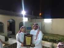 الرحال السعودي محمد الهمزاني يكرم  عبدالله النعام