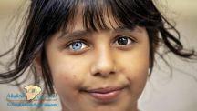 عينان مميّزتان لطفلة سورية تشعلان وتولعان مواقع التواصل