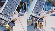 بالفيديو: شايب  يحمل ) على ظهره ثلاجة كبيرة